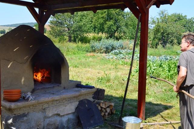 In cuptorul incins, painea romana
