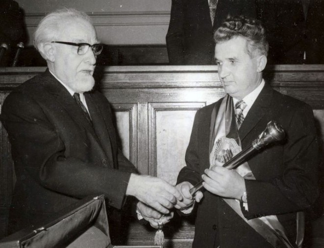 Ceausescu_receiving_the_presidential_sceptre_1974
