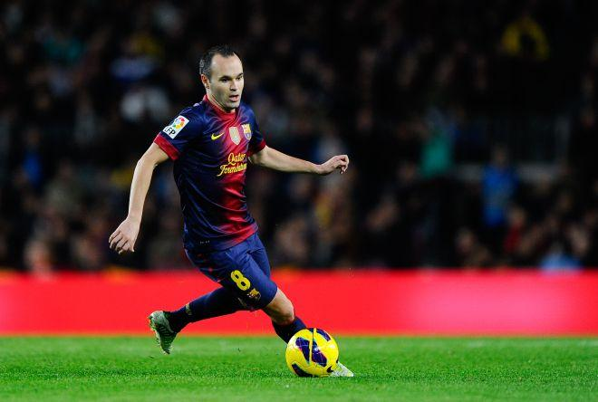 BARCELONA, SPAIN - NOVEMBER 17: Andres Iniesta of FC Barcelona runs with the ball during the La Liga match between FC Barcelona and Real Zaragoza at Camp Nou on November 17, 2012 in Barcelona, Spain. FC Barcelona won 3-1. (Photo by David Ramos/Getty Images)