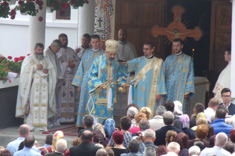Înaltpreasfințitul Părinte Irineu, Arhiepiscopul de Alba Iulia, a oficiat slujba de Adormirea Maicii Domnului