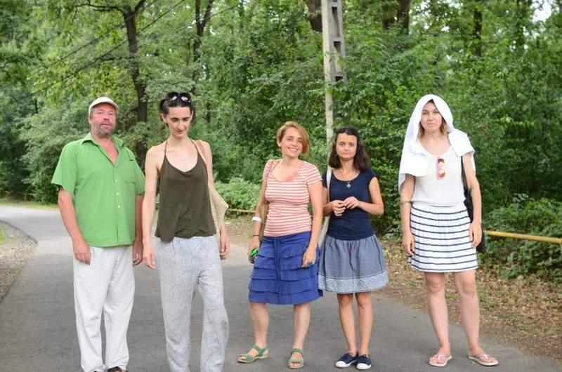 Fekete Zsolt (RO), Hajnalka Tarr (Ungaria), Tatiana Fiodorova (Republica Moldova), Irina Spînu (RO) și Marina Albu (RO) au fost artiștii invitați în acest an la Pădurea Rotundă