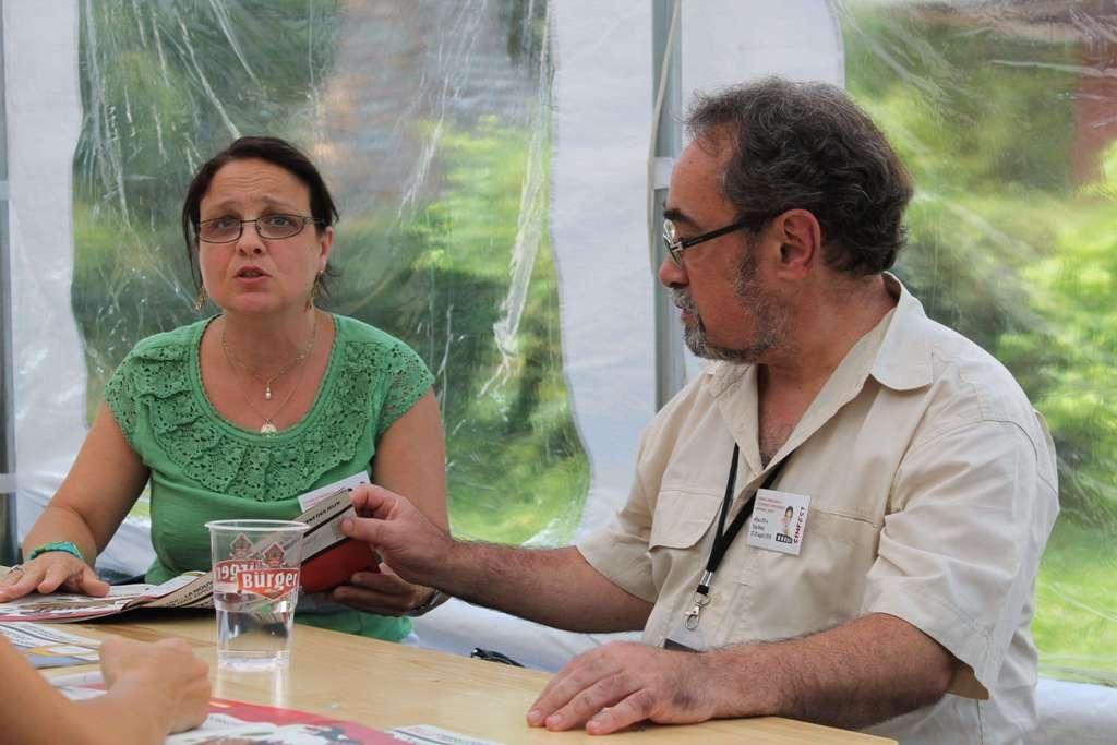 Iulia Badea-Guéritée și Raymond Clarinard, Courrier International