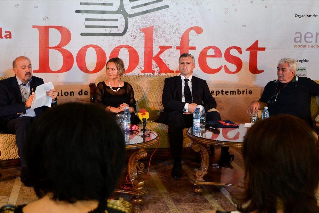 Scriitorul Markó Béla, Iren Arsene Máté, Director General Curtea Veche Publishing, Péter Ferenc, Președintele Consiliului Județean Mureș, și criticul literar Alexandru Cistelecan.