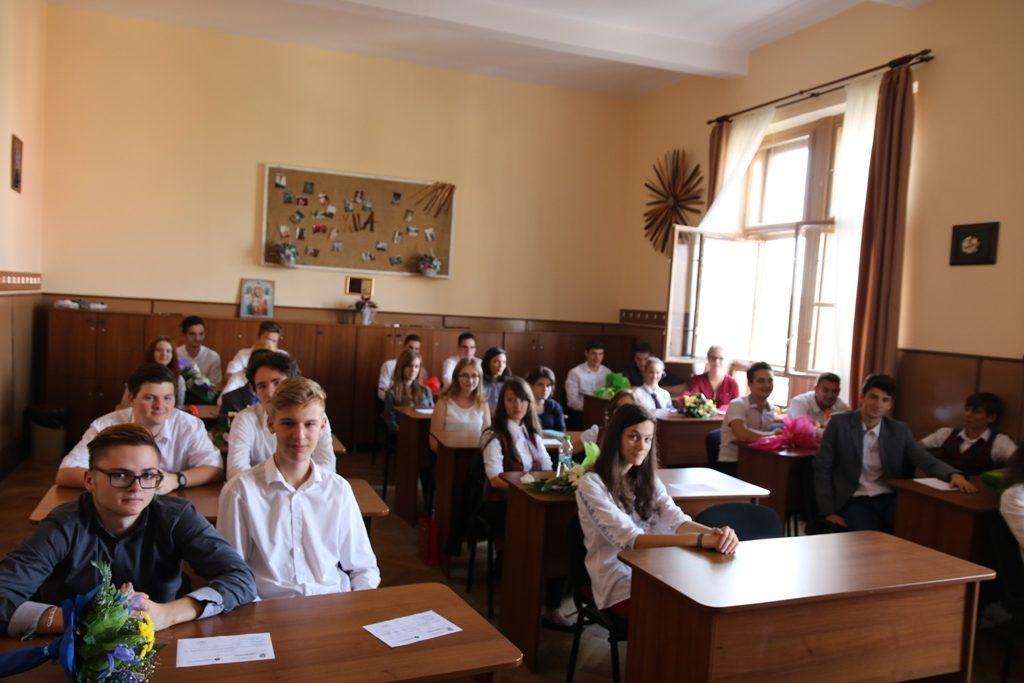 Prima zi de școală la Papiu, elevii clasei a XII-a A, 2016-2017