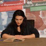 "Kiss Csilla a citit dintr-un volum ""Scrieri alese"" de Mihai Eminescu"