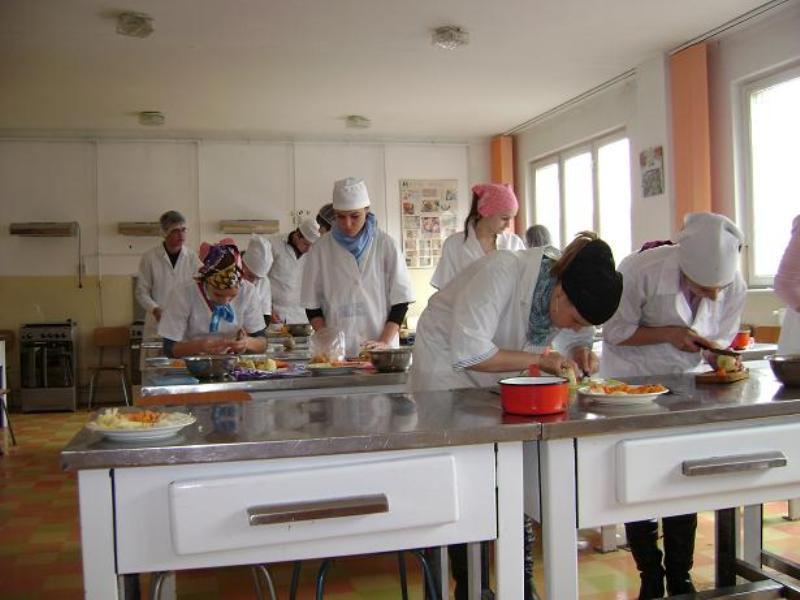 laborator de gastronomie Colegiul Economic Transilvania
