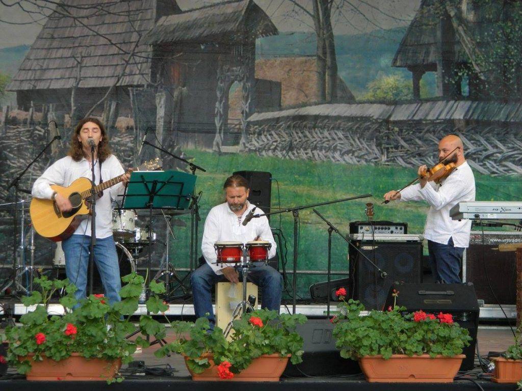 Cântece de haiducie cu Focul Viu la Casa Berii Ursus, Rock Pub Clasim și Festivalul Roman (Gurghiu)